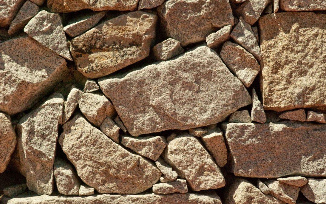 Kamień dekoracyjny – uniwersalna ozdoba do każdego wnętrza