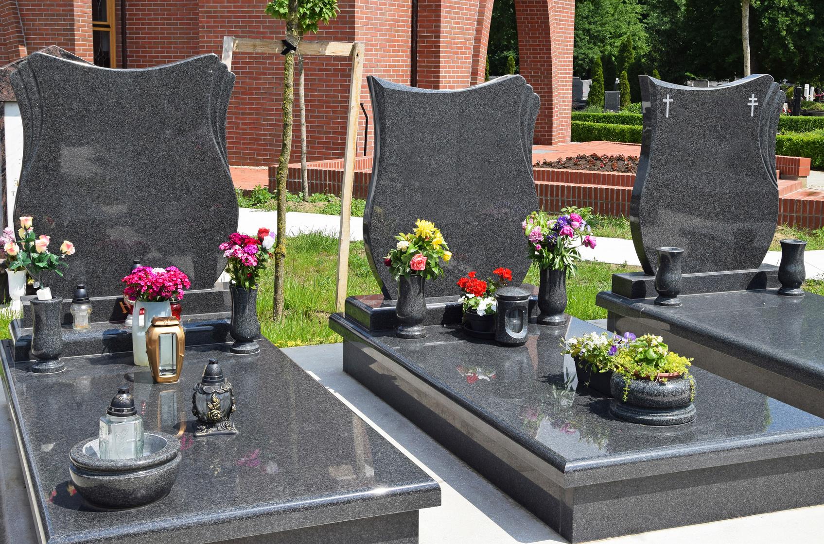 Nagrobki i pomniki z granitu
