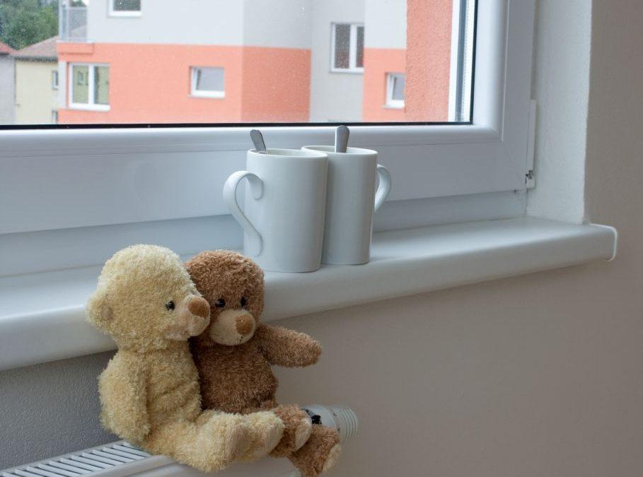 Czy parapet wewnętrzny jest koniecznym wyposażeniem domu